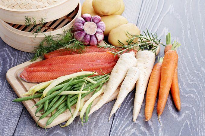 プロが教える魚料理の時短アイデア、野菜と一緒に蒸す