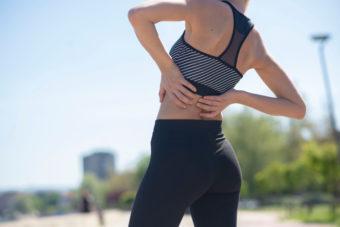 腰痛&ぽっこりお腹を引き起こす「反り腰」にアプローチする「太もも前のストレッチ」