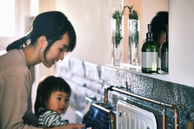 ギフトにもおすすめ、よい香りのおしゃれな洗剤「Komons(コモンズ)」を使用しているところ1