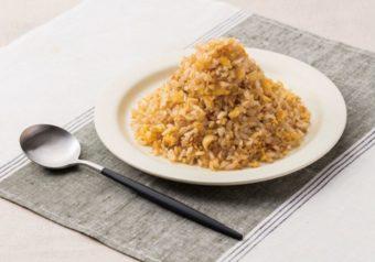 もやしをたっぷり使って糖質オフ。「大盛りダイエットチャーハン」のレシピ