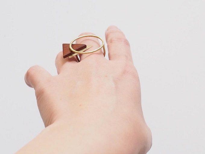 大人女子におすすめ、シンプルだけど個性的な「niu.(ニウ)」の木材を使用したリング