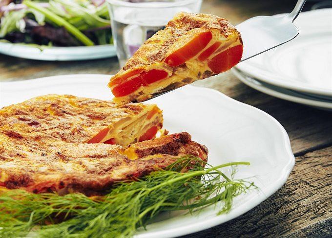 トマトとニンジンを使った栄養満点のおすすめレシピ、ニンジンたっぷりのスペインオムレツ