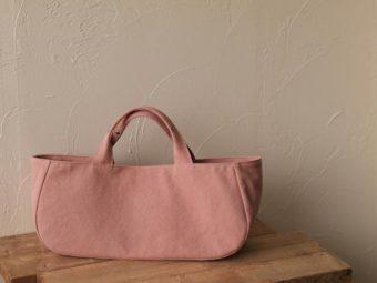 丸みのある形が特徴。秋に似合うカラーが揃う「pour des lunettes」のトートバッグ