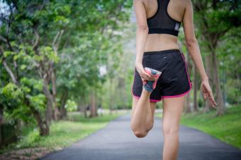 骨盤を調整して美姿勢に導いてくれる。「ももの付け根の動的ストレッチ」