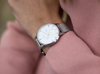 シンプルなデザインと配色にセンスが光る。細部までこだわりが詰まった「TRIWA」の腕時計