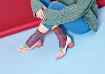 無難になりがちな秋冬コーデを格上げ。足元を印象的に彩る「HYSTERIA」のソックス