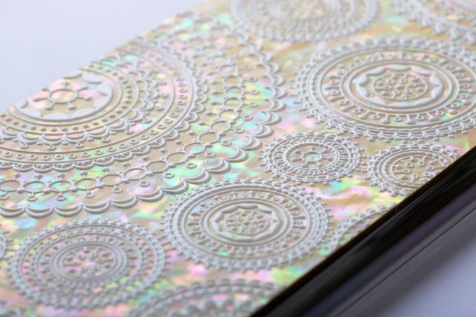 螺鈿アートを施したPrint creativeのスマホケース