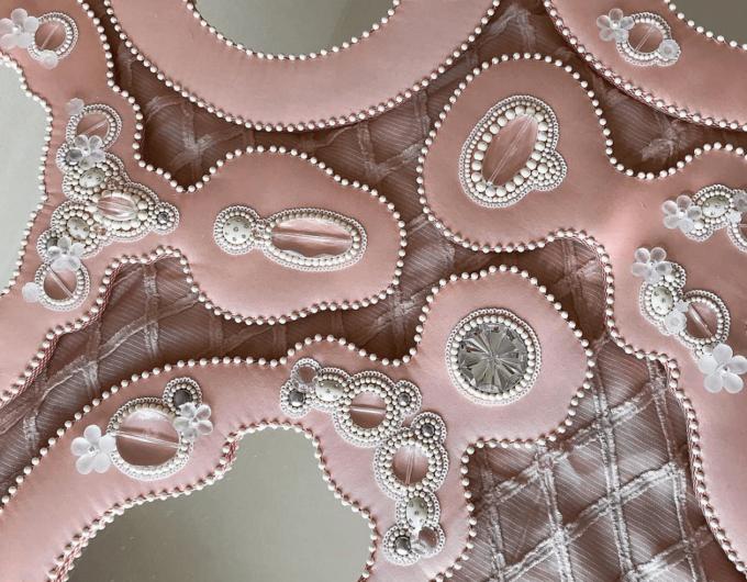 大人女子におすすめ「MIII ESPEJO(ミーエスページョ)」のビーズ刺繍が美しい手鏡