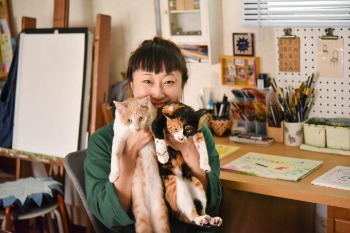 絵本作家・松田奈那子さんと飼っている子猫たち