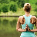 肩甲骨をほぐして、肩こりの予防を。肩周りの筋力アップも目指せる「ハンドルエクササイズ」