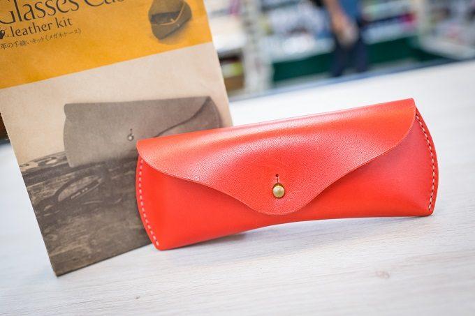 東急ハンズのおすすめ簡単革小物キット「makeU(メイク・ユー)」の革の手縫いキット「メガネケース」