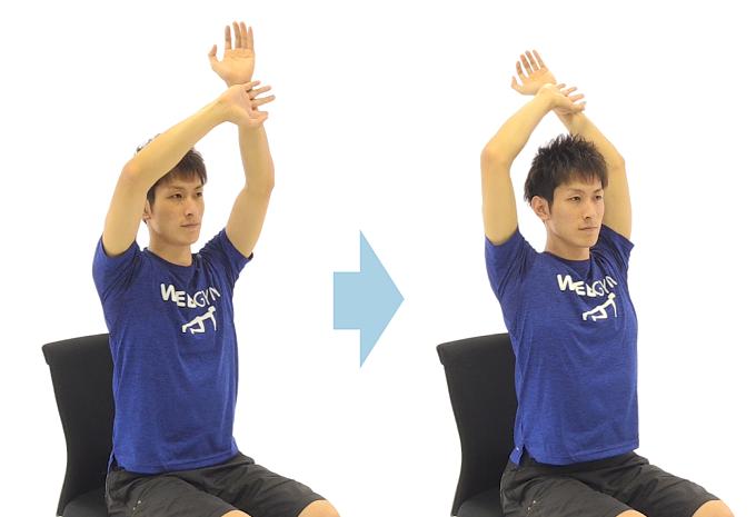 腰痛改善に期待できるエクササイズ「片手バンザイ」の手順