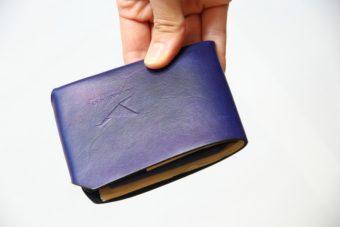 折り紙がモチーフ。一枚革を折って作られた「Jbird Co.」のミニマルなお財布