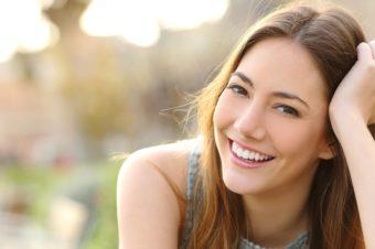 末永く健康的な白い歯でいるために。「ソニッケアー」で目指す正しいオーラルケア