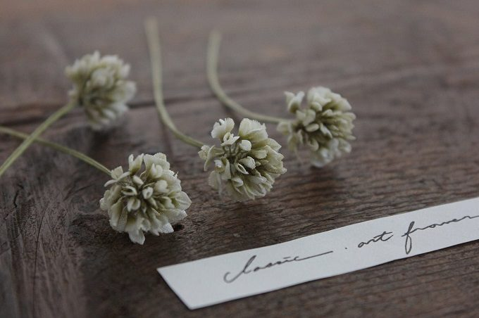 Rie Katoriのシロツメクサの布花アクセサリー