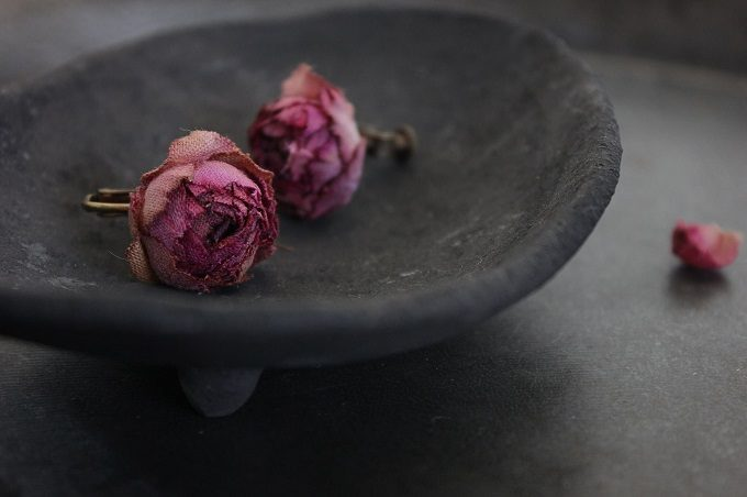 Rie Katoriのバラの布花アクセサリー