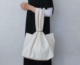 シンプルなだけじゃない。豊かな布の表情や機能性に心惹かれる「skep」のバッグ