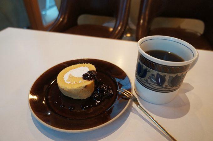 喫茶ランドリーの人気メニュー・米粉のロールケーキ