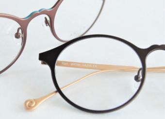 可愛いけれど甘すぎない。女性たちの毎日をスタイリッシュに彩る「AKITTO」の大人眼鏡