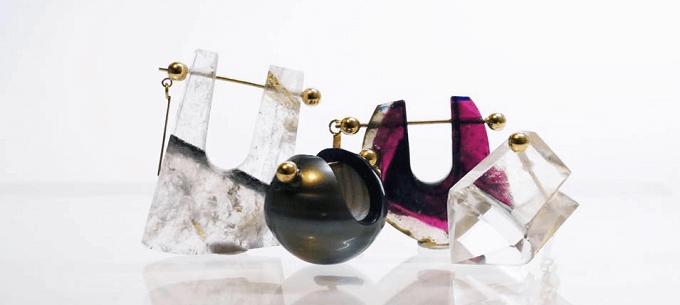 天然石を使った「MONAKA jewellery」のさまざまなピアス