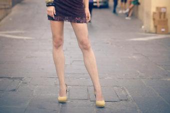 内ももを伸ばして、美しい脚に。X脚改善が期待できる簡単ストレッチ<2選>