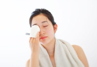 冬の乾燥肌をいたわる。シルク製で柔らか&泡立ち良好の「iimin」洗顔ミトン