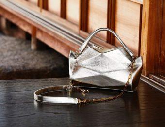 メタリックカラーが華やか。和の伝統美とモダンな雰囲気を持ち合わせる「革切子」のバッグ