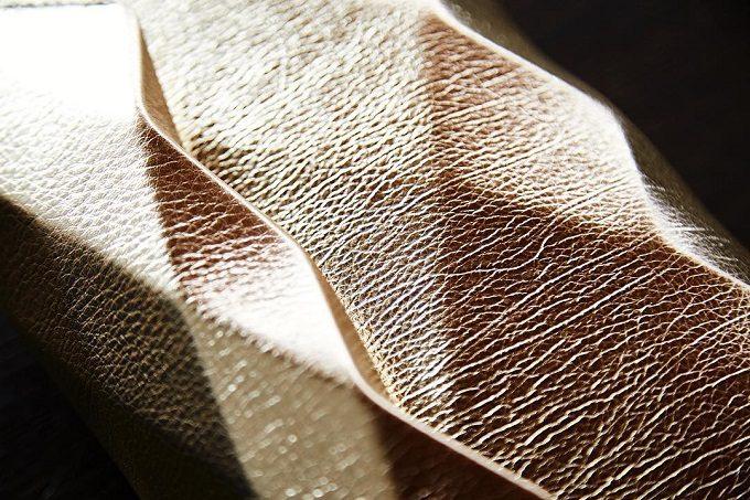 「革切子」のバッグの表面