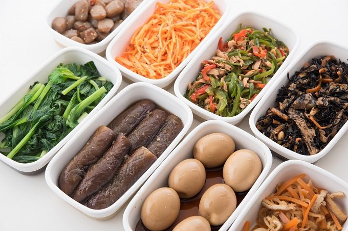 容器に入ったさまざまな常備菜