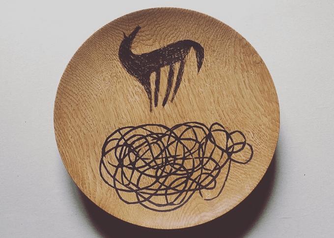 宮内知子さんの動物のイラストの入った木皿