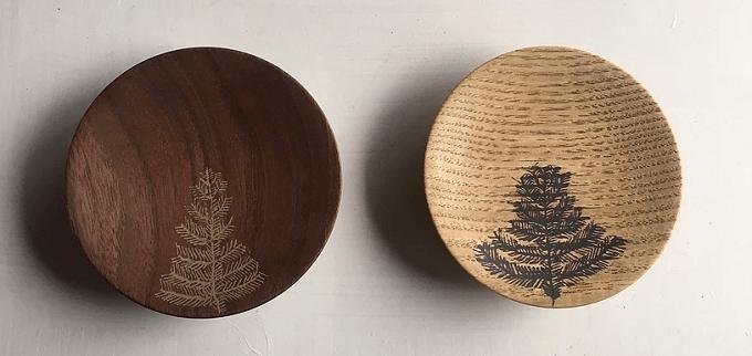 宮内知子さんの木のイラストの入った木皿