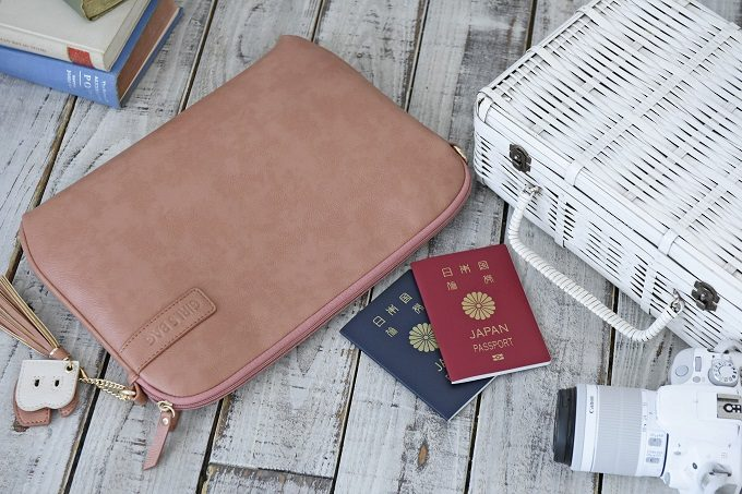 スマホやお財布も入る機能的でかわいいパソコンケース「パソコンクラッチ」