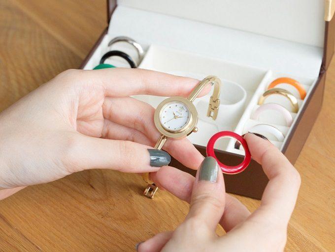 11色のベゼルリングを付け替えて楽しむ。アクセサリーのような「SPICA」の腕時計