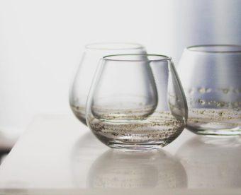 真鍮で描かれた模様が息をのむ美しさ。「sun'oco glass」のガラスの器