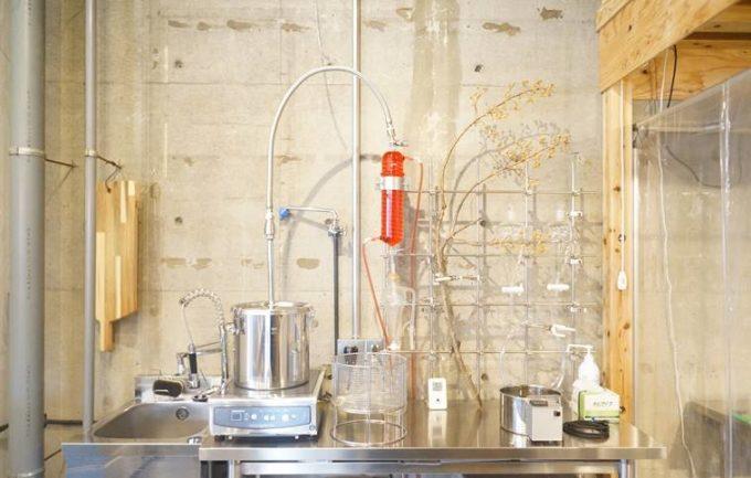 清澄白河「理科室蒸留所」のアロマウォーターを作るオリジナルの装置