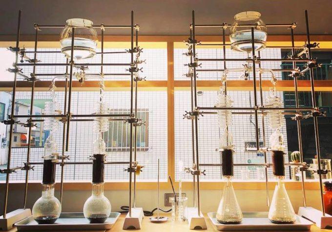 清澄白河「理科室蒸留所」の水出しドリンクを抽出するためのオリジナル装置