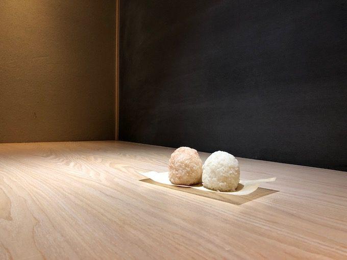 盆栽とコーヒーを組み合わせた、純和風のコーヒースタンド「BONGEN COFFEE」の塩おむすび