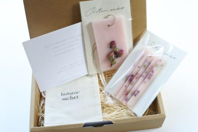 おしゃれなデザインと香りが魅力の「ボタニックサシェ」、ギフトにおすすめのセット