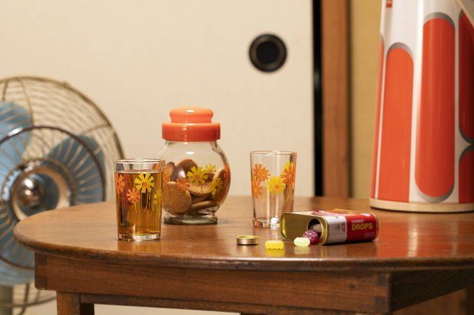 卓上に置かれた昭和の人気ガラスウェアを復刻した「アデリアレトロ」