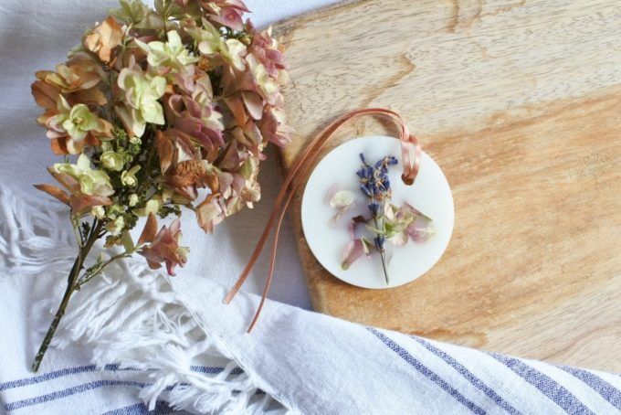 おしゃれなデザインと香りが魅力の「ボタニックサシェ」、円形タイプ