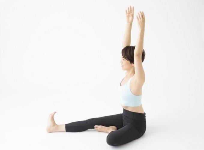 姿勢のくずれ予防と下腹の引き締めが望める体操1