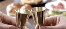 その瞬間が深く心に刻まれる。乾杯すると澄んだ音色が鳴り響く「kanpai bell」