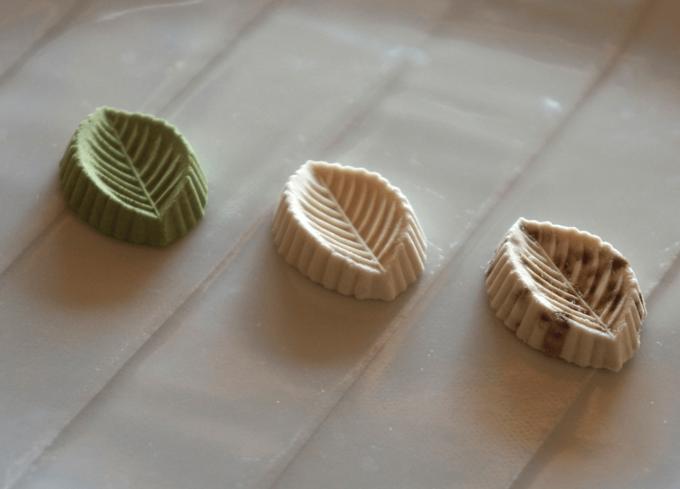 年末年始のお土産におすすめの「かしこ」の葉の形の干菓子