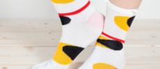 「京東都(きょうとうと)」のユニークな柄の足袋ソックス1