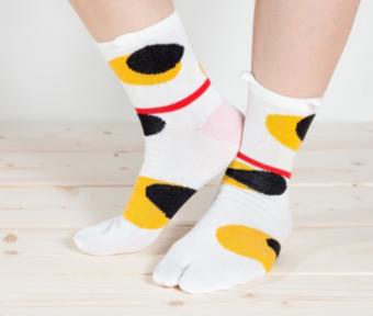 靴を脱いだときの圧倒的な存在感。思わず笑顔がこぼれる「京東都」の足袋ソックス