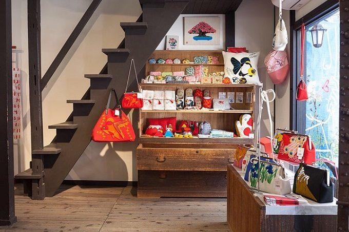 和小物を取り扱う「京東都(きょうとうと)」の店内写真
