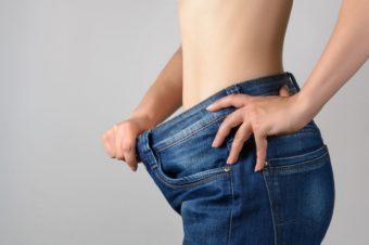 きつい運動は不要。ぽっこりお腹の解消を目指せる美しい姿勢のポイントとは