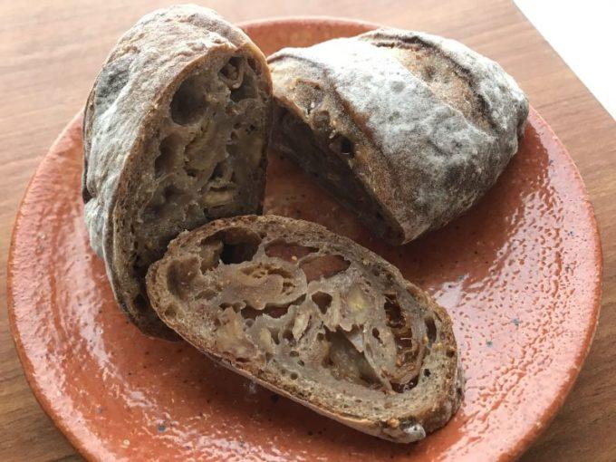 「根津のパン」のいちじくとくるみのパン