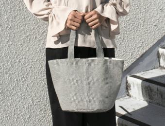 軽くて丈夫で、日常使いにぴったり。柔道着の素材で作った「sasicco」のトートバッグ