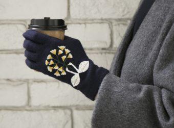 繊細な刺繍に見惚れる。「STYLE STORE×安原ちひろさん」の大人可愛い手袋